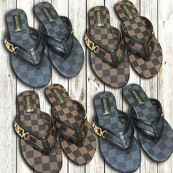 LV 2019 new women's models wild wear beach slipping feet flat sandals