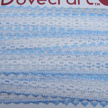 Eyelet knitting in lace - white with light blue trim