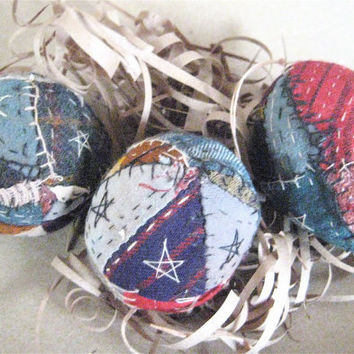 Primitive FOLK ART EGGS----Set of 3 Handcrafted Olde Quilt Folk Art Eggs