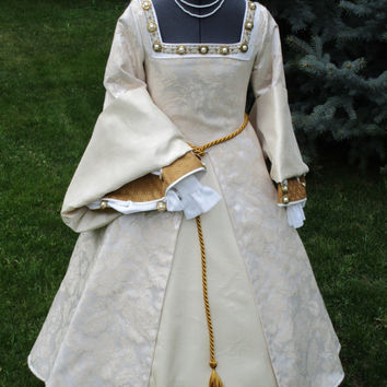Girl's Renaissance Tudor Nobility Gown Approximately Size 8