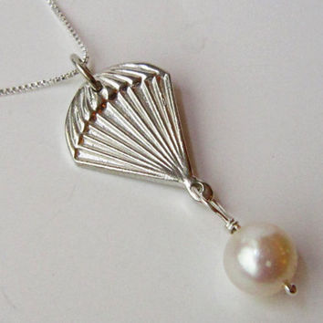 The Hunger Games Parachute pendant SOLID by TwilightEyesStudio