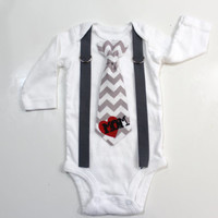 Love mom tattoo bodysuit. I love mommy valentine's day outfit for baby boy. Chevron. Boy valentine clothes.