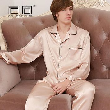 2017 Fashion Mens Silk Pajamas Set Sexy Couple Man Sleepwear High Quality Satin Pyjamas for Men Home Clothes Fits All Seasons