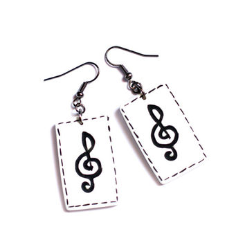Music earrings, Treble clef earrings, Music jewelry, Music lover earrings, Double sided earring, Black and white, Heart polymer clay earring