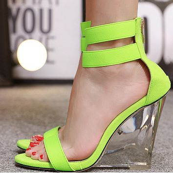 In summer, zipper open-toe wedge heels and ultra high heels are popular shoes