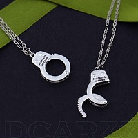 2pcs/set Partners in Crime Handcuffs Pendant,Silver BFF Friendship Necklace,Best Bitches Elastic Can be Opened Handcuff Necklace