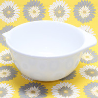 White Betty Crocker Westwood Mixing Pouring Baking Bowl with Spout and Handle Tab