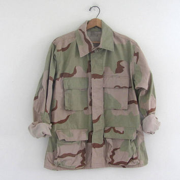 Vintage men's military green camouflage army long sleeve shirt jacket camo coat // M
