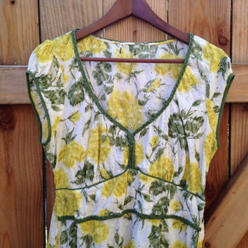 Circa 1960s/70s Floral Top. Yellow Roses with braided green piping. Beautiful condition!