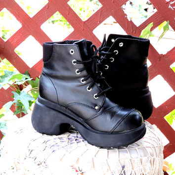 90s chunky ankle boots / size US womens 6.5 / black lace up combat boots / retro goth grunge black vegan boots / SunnyBohoVintage