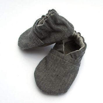 Grey Herringbone Baby Shoes // Gray Black Flannel, Infant Shoes, Baby Booties, Baby Moccasins, Crib Shoe, Baby Boy Shoe, Gender Neutral Baby