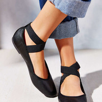 Kimchi Blue Elastic Cross-Strap Flat | Urban Outfitters