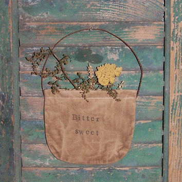Primitive Pocket - Rustic Floral - Early Style Garden Decor - BITTERSWEET - yarrow sweet annie