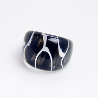 Mod black and white lucite ring. Back painted ring black and white abstract design. US 6.5/UK M