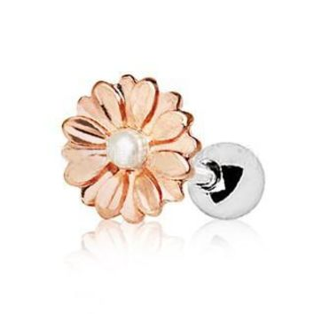 858655c6c Rose Gold Sweat Pearl Daisy Cartilage Earring