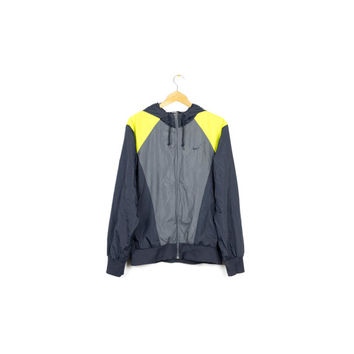 NIKE windrunner jacket / navy blue and neon yellow / windbreaker / parka / rain / athletic / activewear / running / mens medium - large