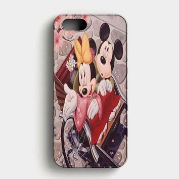 Romantic Mickey Mouse And Minnie Mouse iPhone SE Case