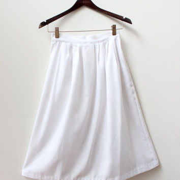 White Minimal Pleated Skirt