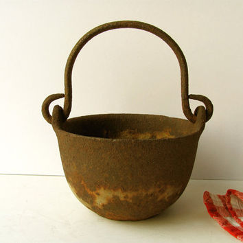 Antique Vintage Cast Iron Pot Metal Kettle Bowl Handled Iron Bail Handle Primitive Metal Small Cauldron Country Kitchen Decor Iron Planter