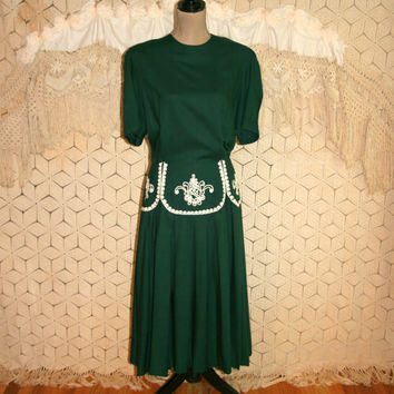 Vintage Plus Size Dress 90s Green Dress Rayon Pleated Drop Waist Embroidered Short Sleeve Tea Dress Plaza South Size 16/18 Womens Clothing