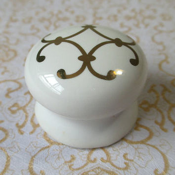 Ceramic Knobs White Gold / Shabby Chic Dresser Drawer Knobs Pulls / French Country Kitchen Cabinet Pull Handle Hardware