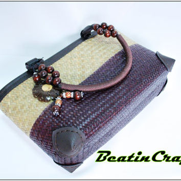 The Unique modern concepts Basket bag Woven Weave from Sedge(Plant), full lining with leather rim protect for Daily use.