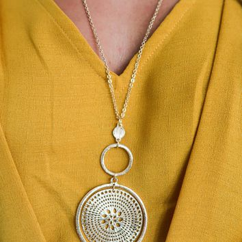 So Lovely Necklace: Gold