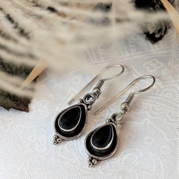 Vintage Native American Sterling Silver Teardrop Bezel Set Onyx Earrings