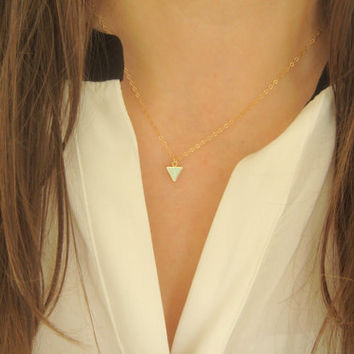 Minimalist Triangle Necklace, Simple Triangle Lariat Necklace, Layering Necklace, Necklace for Layering, Everyday Necklace