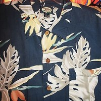TOMMY BAHAMA HAWAIIAN SHIRT TROPICAL LEAVES CASUAL!SIZE L!MADE IN HONG KONG !