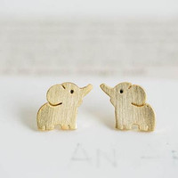 Cute elephant stud earrings, gold elephant earrings, stud earrings, light gold earrings, everyday earrings, simple earrings, chic earrings