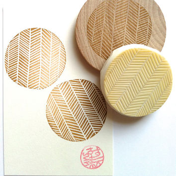 geometric rubber stamp. hand carved rubber stamp. herringbone pattern. for gift wrapping/card making/ fabric printing/ diy projects. mounted