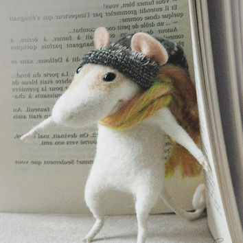 Needle felted mouse, cute winter character, felt ornament, soft sculpture, figurine, Luxembourg art, Christmas dress, tender mouse