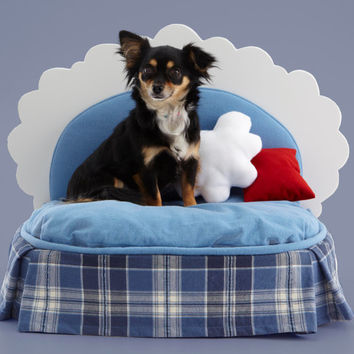Cloud shaped pet bed w plaid dust ruffle , 3  pillows and throw