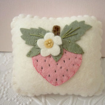 Strawberry Pincushion Felt Flower Pink Pin Keep Sewing Felted Wool