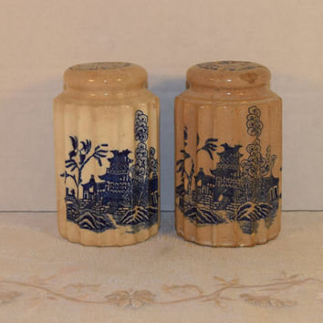 Blue Willow Salt Pepper Shakers Vintage Tall S&P Shakers Blue and White Shakers Made in Japan Blue Willow Pottery Salt and Pepper Shakers