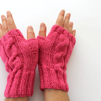 Fingerless gloves . Knitting . fashion . Girls , women . Valentines day . Love . Pink . Winter accessoires .