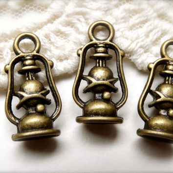 1 Set of 5 Antique Bronze Metal Oil Lantern Kerosene Lamp Charms Vintage Style Lantern Necklace Charms diy jewelry supplies