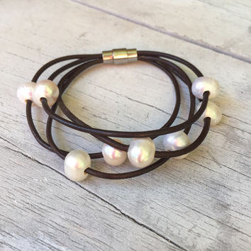 Brown leather freshwater pearl bracelet,pearl bracelet, leather and pearls