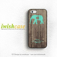 Mint Chevron Elephant On Dark Wood Background iPhone 4 | 4S Case Cover