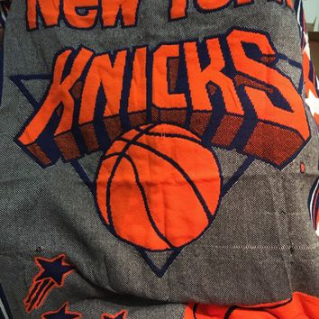 BRAND NEW VINTAGE NEW YORK KNICKS BABY TRIPLE WOVEN JACQUARD BLANKET WITH BEAR