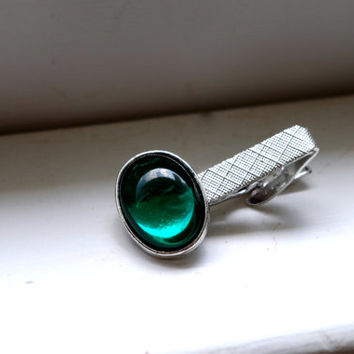 Mod Silver Tone Tie Bar With Green Glass Cabochon, Herringbone Pattern Tie Clip, Mad Men Tie Accessory, Unisex Wardrobe Accessories