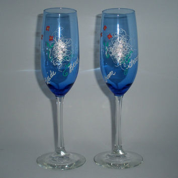 Hand painted festive wedding champagne flutes - Personalized with Bride and Groom - Fun filled champagne glasses