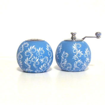 Hand Painted Bamboo Salt shaker and Pepper mill: Salt and pepper blue and white