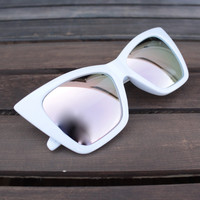 QUAY X SHAY MITCHELL - vesper iridescent sunglasses - white