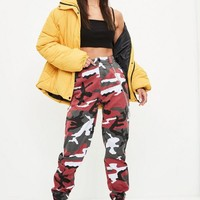 Missguided - Red Chain Detail Camo Pants
