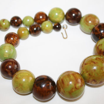 Vintage Green Brown Bakelite Necklace, Marbled Green Brown Bakelite Bead Necklace Chunky 1940s Jewelry