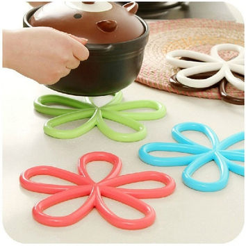 2015 new Plum-shaped anti -slip table mat Heat pad insulated hot pot mat kitchen Placemats Insulation mats = 1945718916