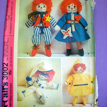 Raggedy Ann and Andy Doll CLothes, Dress, Jumpsuit, Sleeper, Raincoat and Boots McCall's 3002 Craft Sewing Pattern Uncut