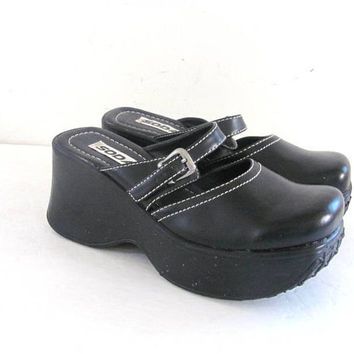 black chunky slip on sandals / clogs. chunky mules. womens platforms. size 8